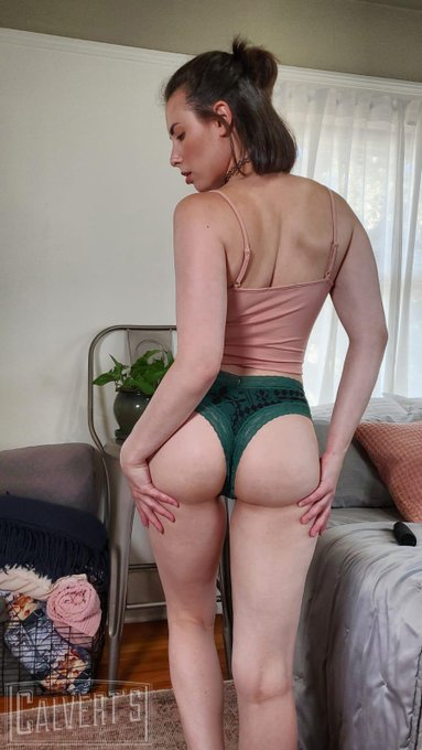 touch my butt https://t.co/fviM3E1Mnv