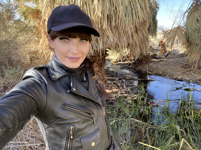 1 pic. And today I went riding and found a beautiful little desert oasis. 🌞 https://t.co/NUpb05HJz5