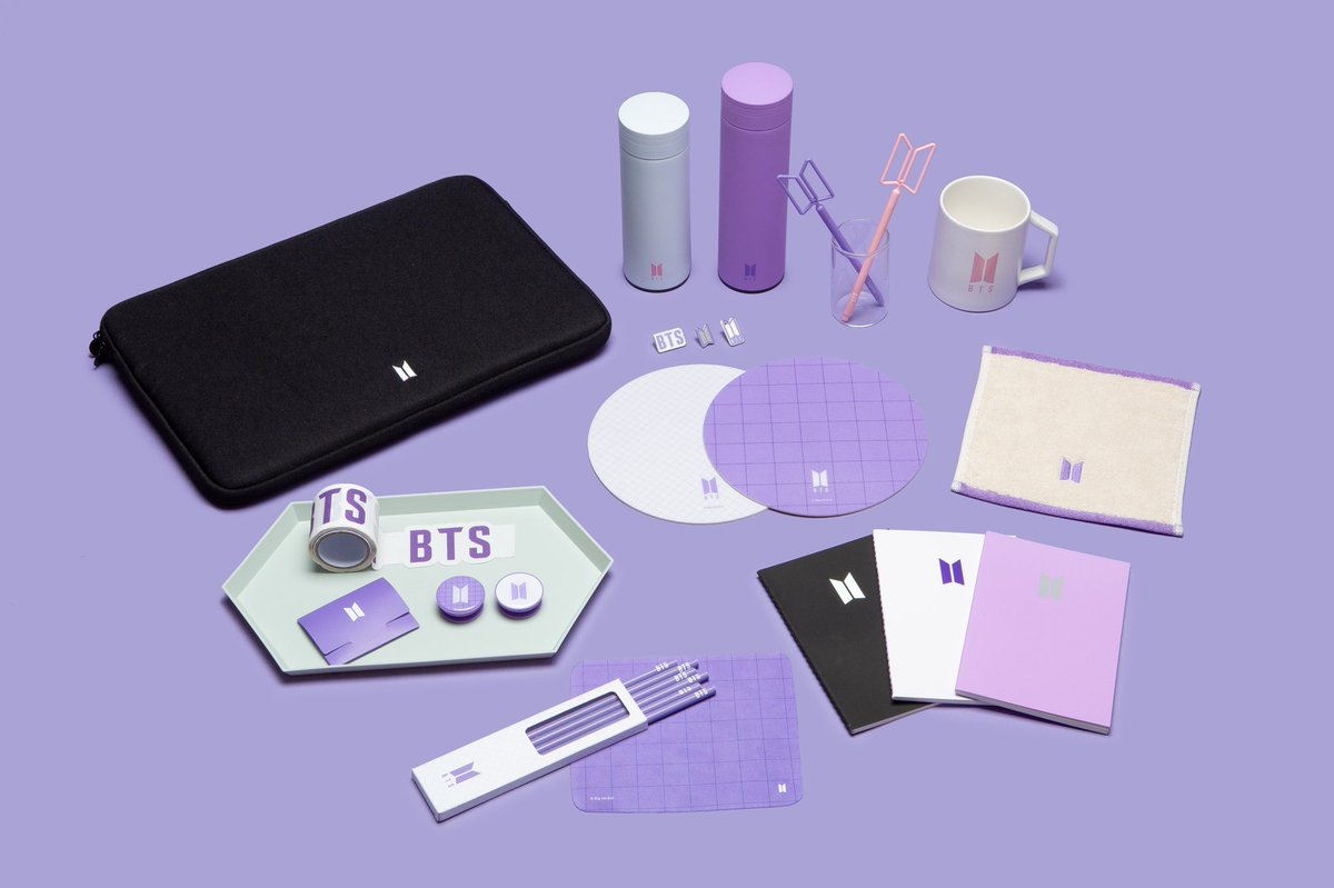 [BTS POP-UP : SPACE OF BTS]  BTS 로고를 포인트로 적용한 아이템💜  심플한 디자인과 실용성이 돋보이는 상품을 다양하게 만나보세요!  @lottedpt_kpopup @umusic_popup  #BTS_POPUP #SPACE_OF_BTS