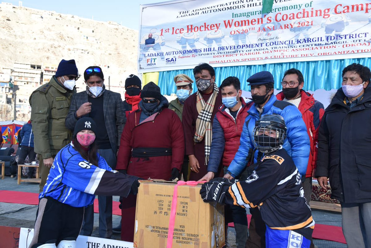 """LG @R_K_Mathur inaugurated the first women Ice Hockey coaching camp at Biamathang Kargil  """"Ladakh Administration is committed to promote sports activities of all forms under Khelo India banner at a large scale"""", stated the LG while addressing the event.  @IndiaSports"""