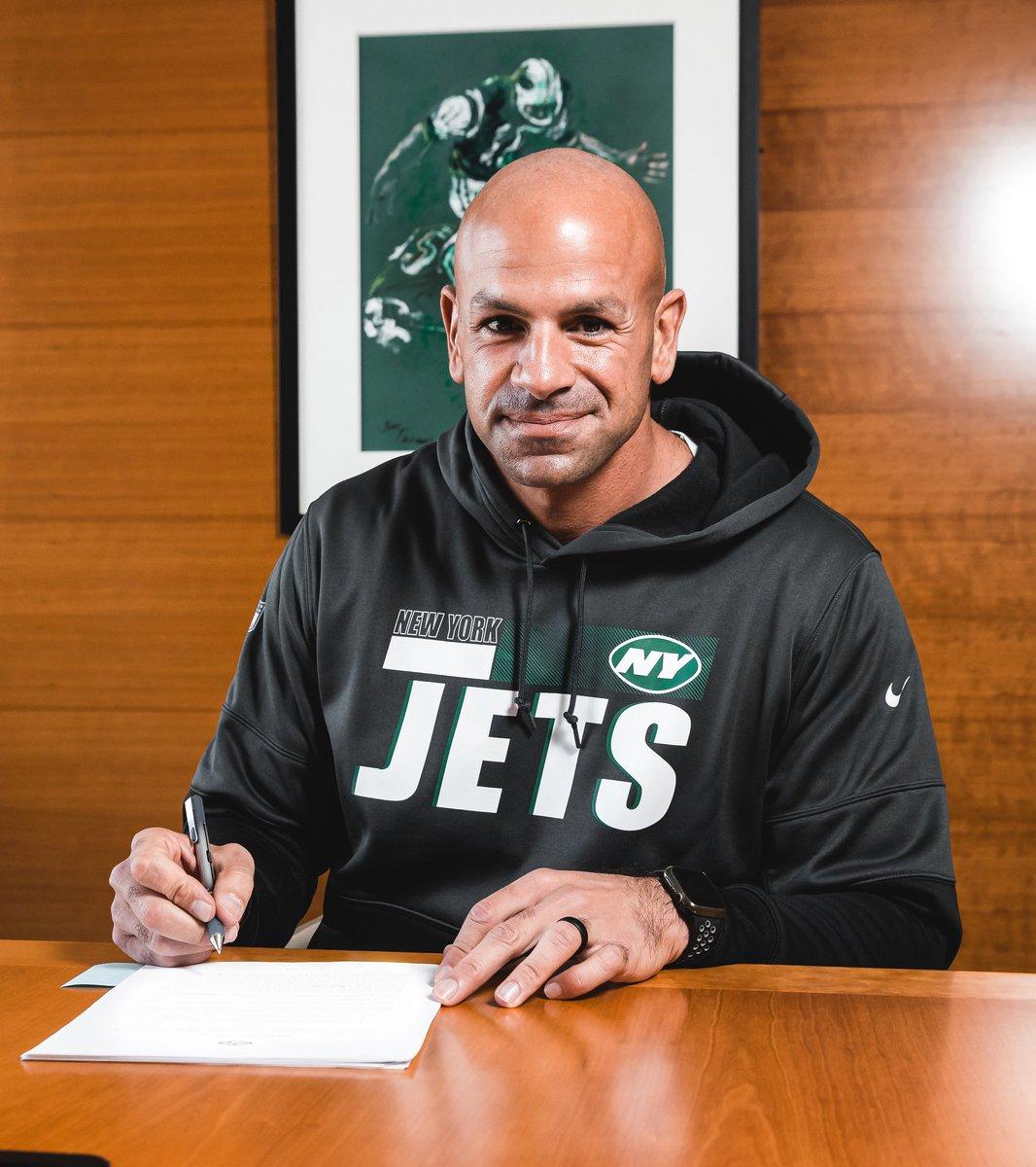 De manera oficial, los Jets presentaron a Robert Salen como su nuevo entrenador en jefe. Tras su gran trabajo al mando de la defensiva de los 49ers, toma las riendas de una franquicia que necesita mejorar. Inicia la nueva era en New York.  #NFL #NFLTwitter #TakeFlight