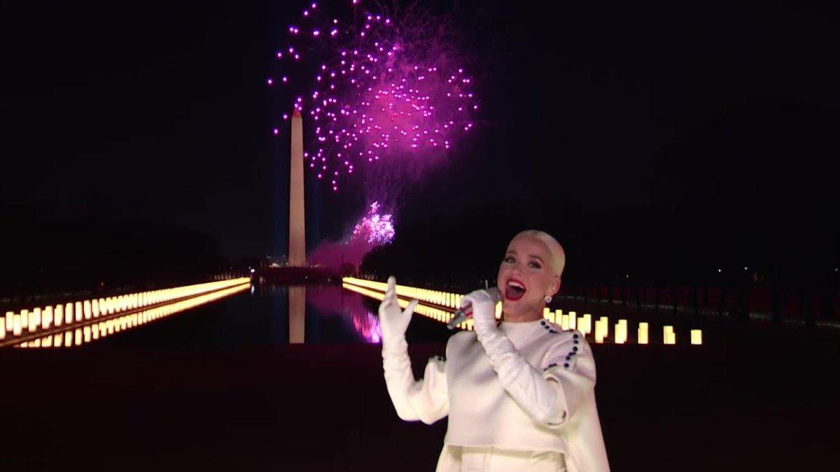 #CELEBRATINGAMERICA: Assista agora a performance completa de 'Firework', publicada pelo comitê do Joe Biden no YouTube: