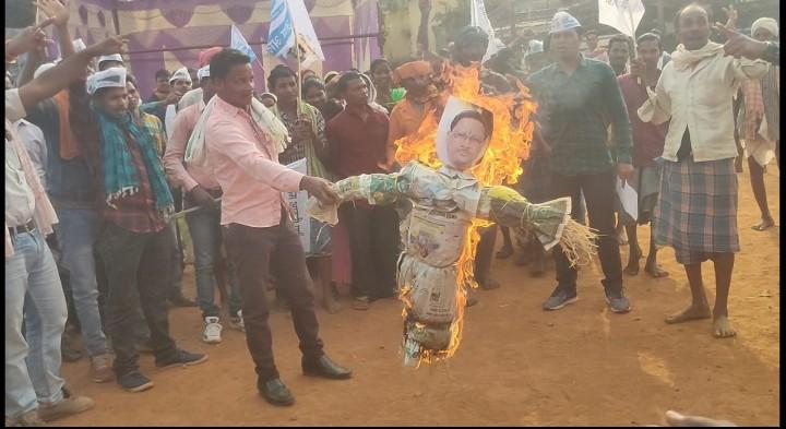 भारतीय जनता पार्टी के प्रदेशाध्यक्ष विष्णुदेवसाय ने देश के अन्नदाता किसानों को खालिस्तानी कहने पर @AamAadmiParty ने कड़ी शब्दो मे निंदा की है, और उनका पुतला दहन किया गया l  @ArvindKejriwal @AapKaGopalRai