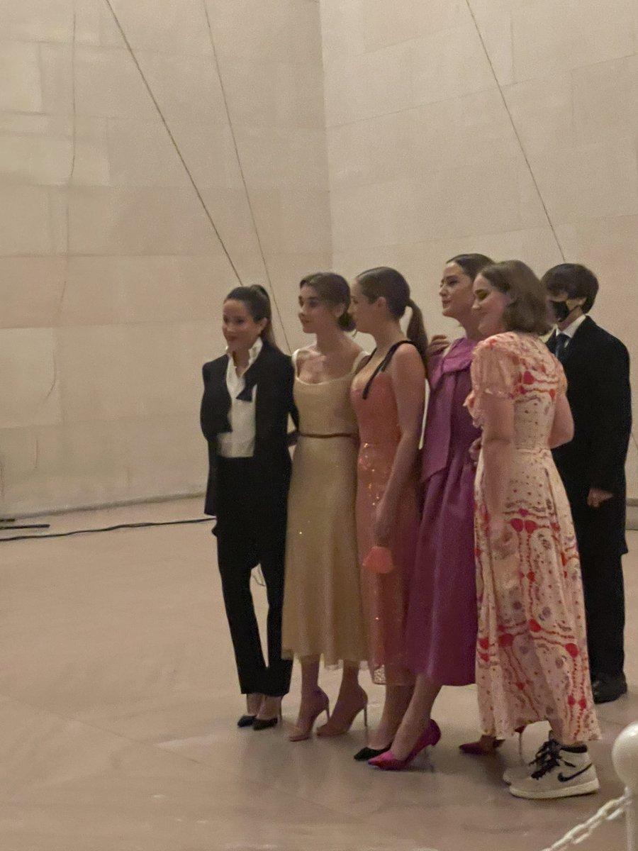 Is this a scene from Gossip Girl? The Biden ladies look so chic. Loving Ashley Biden's tuxedo. #BidenHarrisInauguration #fashion #CelebratingAmerica