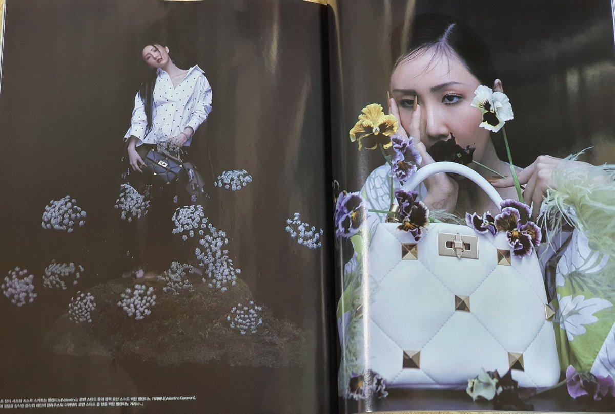MAMAMOO's Hwasa for Valentino @RBW_MAMAMOO  @MaisonValentino  VALENTINO GARAVANI Roman Stud leather shoulder bag (Black) - $ 3,350 VALENTINO GARAVANI Roman Stud Small Leather Top Handle Bag (White) - SOLD OUT  #마마무 #MAMAMOO #화사 #Hwasa #RomanStud
