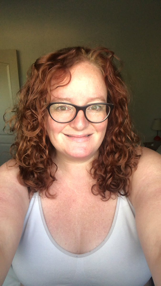 Day three of resetting my curls using CGM.  I woke up like this.  #morning https://t.co/pIFW7Ml5N0