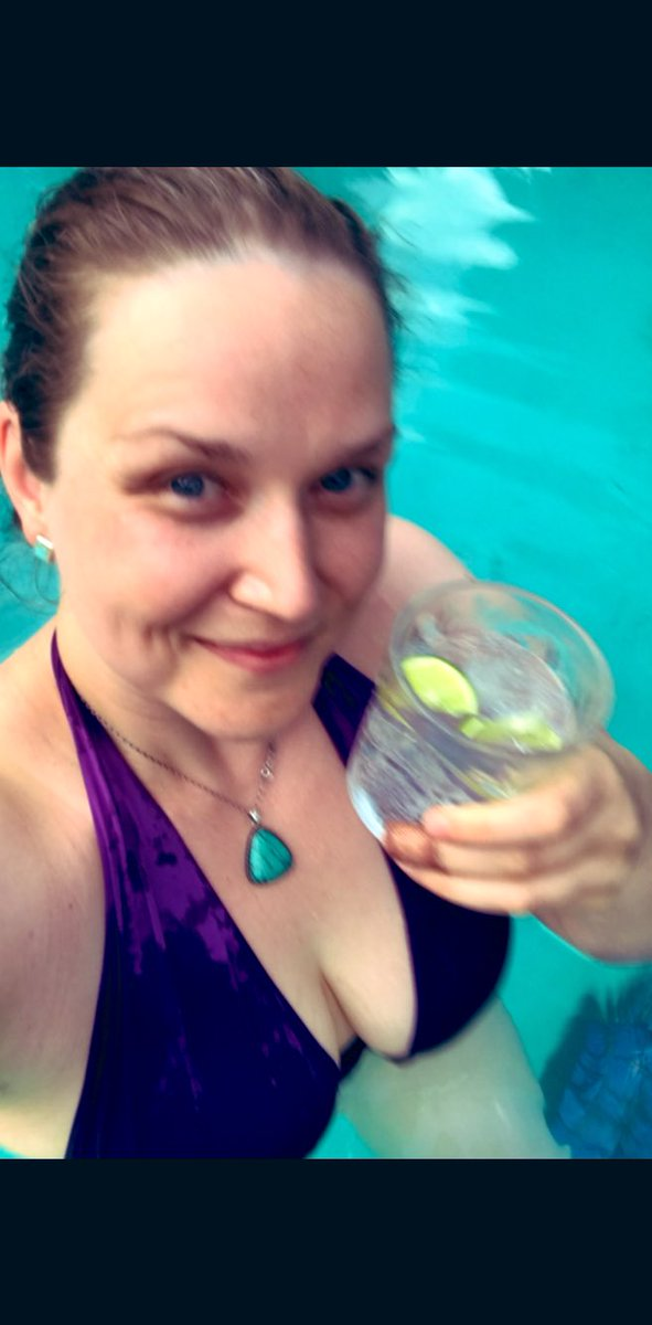 "Mermaid moments ... 🧜‍♀️ "" Cheers! ""   #Summer #perfectnight #mermaid #ginntonic #bliss"