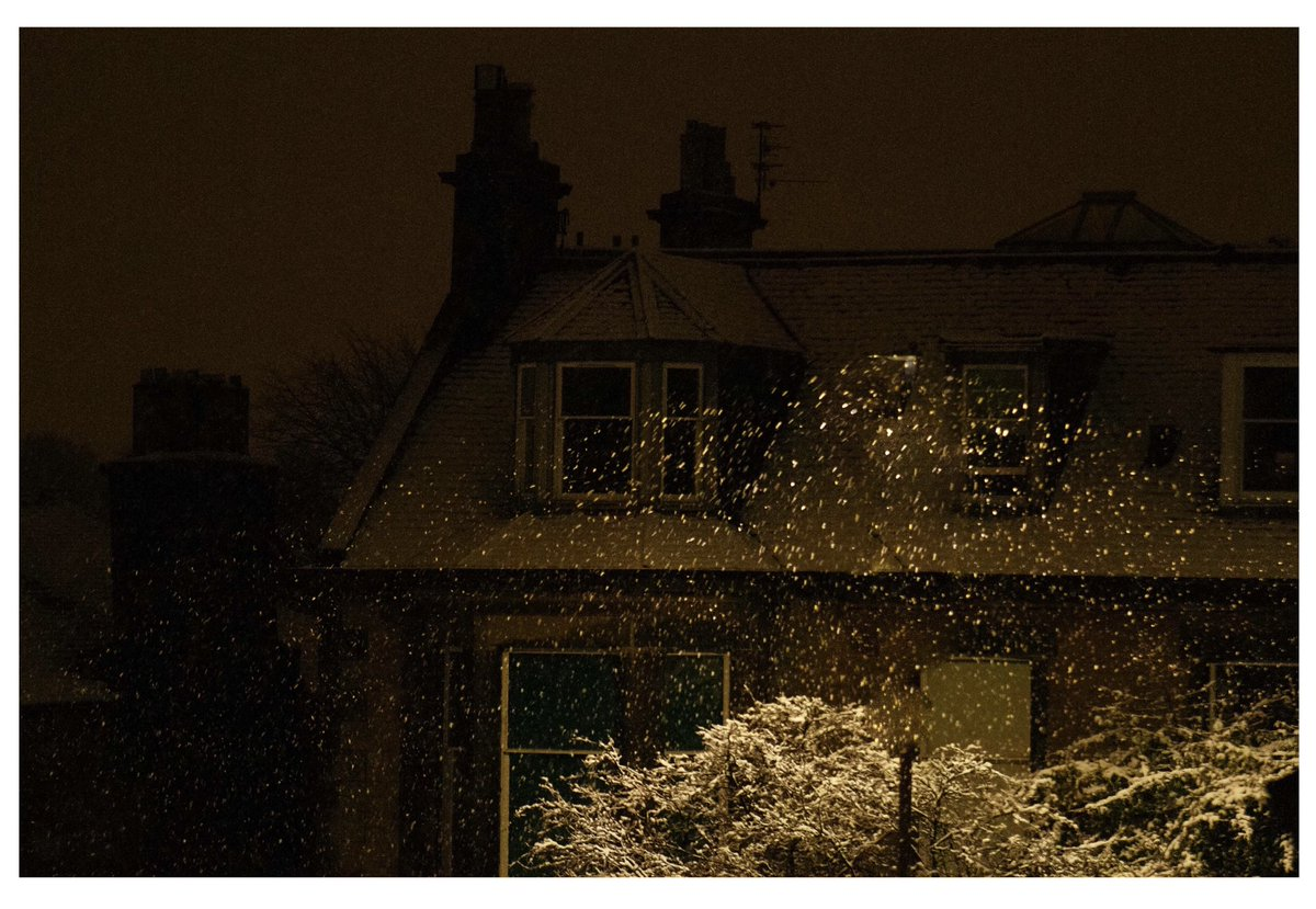 Snow  falls  3am   Edinburgh Nights  210121 .............⛄️   @papajgun  . . . . . #snow #winter #edinburgh #scotland #papajgun #photography #house #night #nikon #sky #omoadelakun #naija