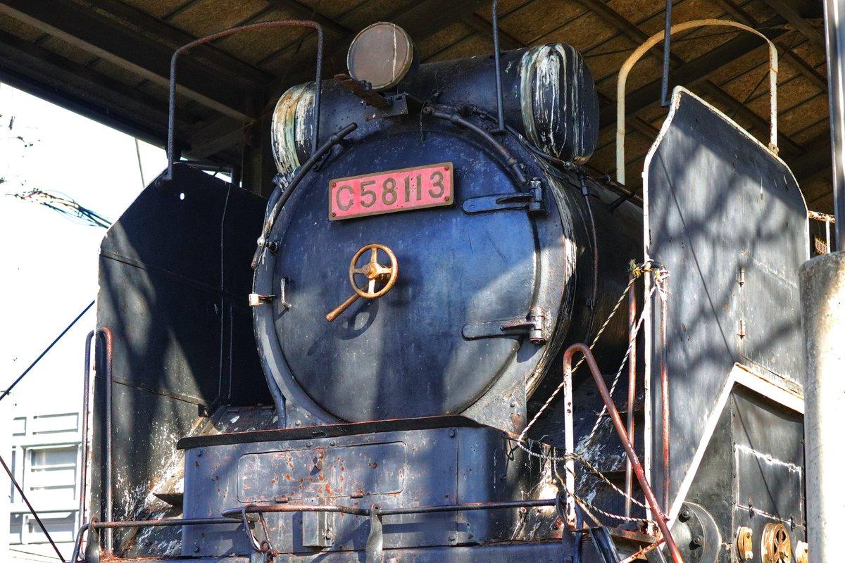#舞鶴写真部 #蒸気機関車 #京都 #262c58 #64denden #舞鶴 #SL #steampunk 64dendenさんの動画を拝見させて頂き蒸気機関車に興味が湧き、近場の蒸気機関車を見に行きました。中舞鶴駅跡地にひっそりと佇む姿はどこか哀愁漂う姿でありました。 あとかっこいい 足回りのごちゃごちゃ感も  かっこいい
