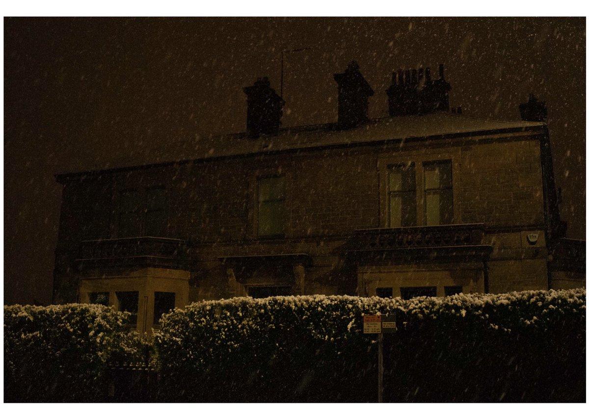 Snow falls   Edinburgh Nights  210121 .............⛄️   @papajgun  . . . . . #snow #winter #edinburgh #scotland #papajgun #photography #house #night #nikon #sky #omoadelakun #naija