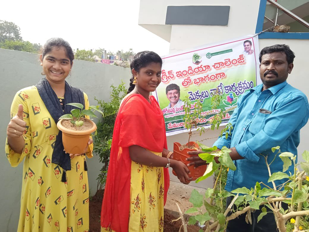 Happy that different sections of the society involving themselves in this noble initiative. Appreciate #Shoban & the members of NGO #MemuUnnamMeeKosam Thallampaadu of Khammam district for planting saplings and protecting them until they grow.  #GreenIndiaChallenge 🌱🌱🌱.