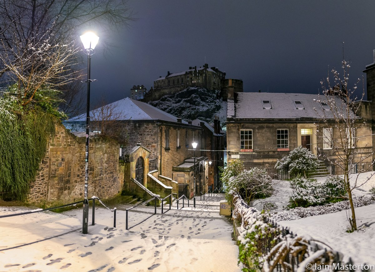 The Vennel stairs at 4.40am this morning covered in #snow #edinburgh #scotland #weather @AlamyNews