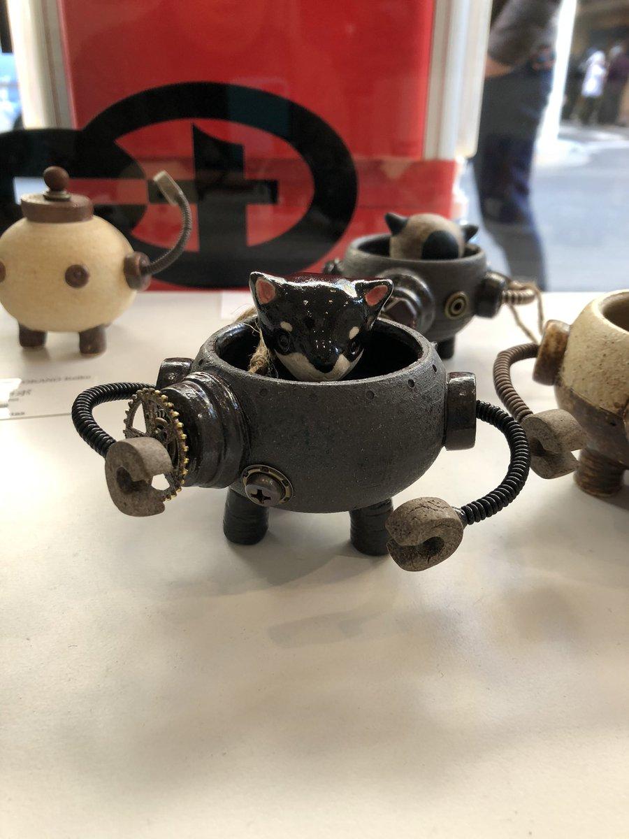 豆柴ライダーー! 納品して来ました!  日本橋アートモール https://t.co/CIpijBFuIN  よろしくお願い致します😊🐶  #黒豆柴 #ちびロボ #ceramics  #陶芸 #クロネコ #steampunk  #岡野慶子 #スチームパンク #ロボット #造形