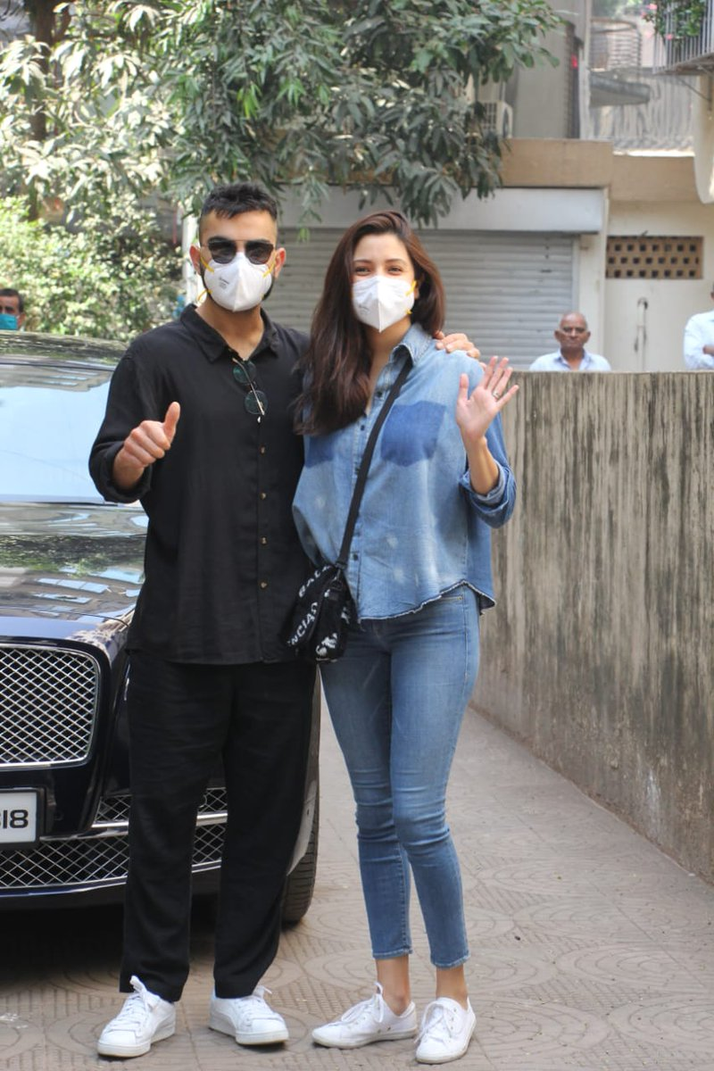 Newly turned Parents #AnushkaSharma & #ViratKohli pose for the paparazzi!