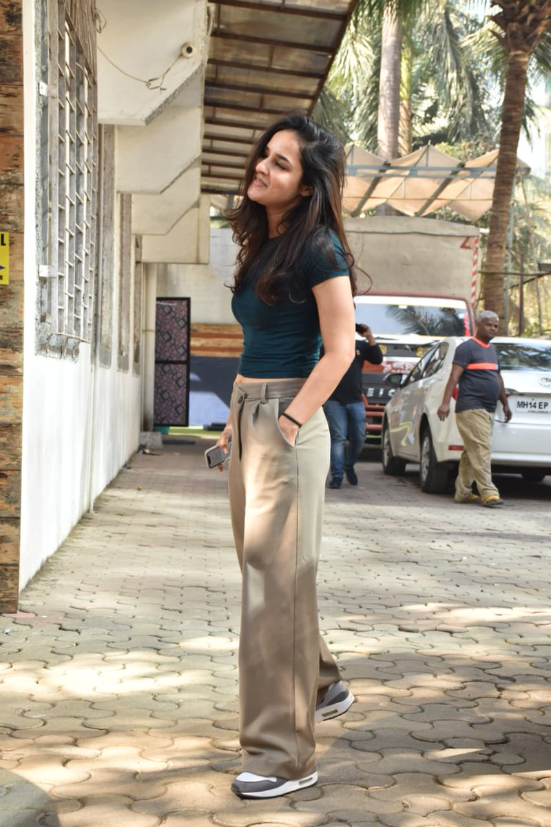 #AngiraDhar was spotted in the city as she headed for her costume trials for her next big film #Mayday. The actress was seen wearing comfortable athleisure wear!   @angira_dhar #AngiraDhar #Mayday