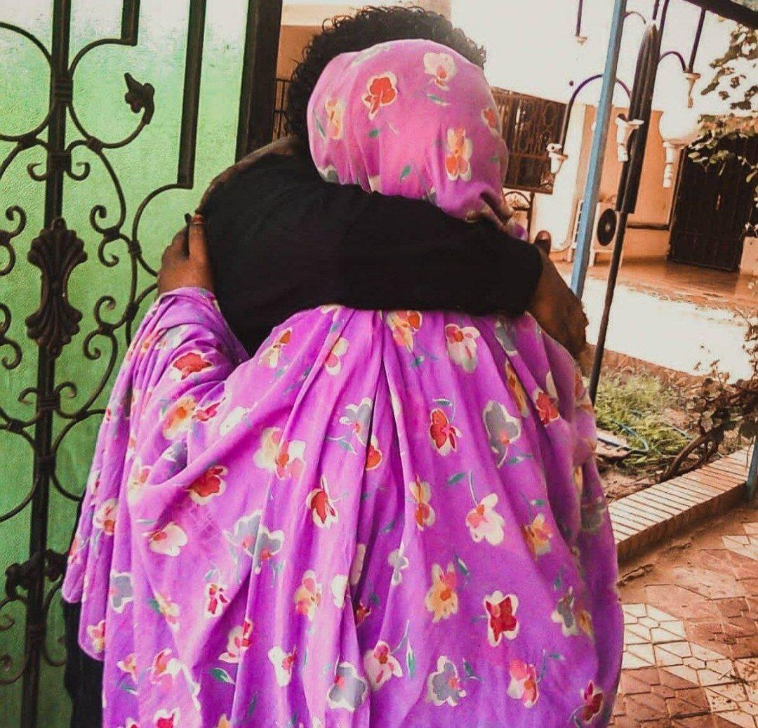 والأم تقالد فوق جناها تشمو زين💞💞. #امي  #السودان