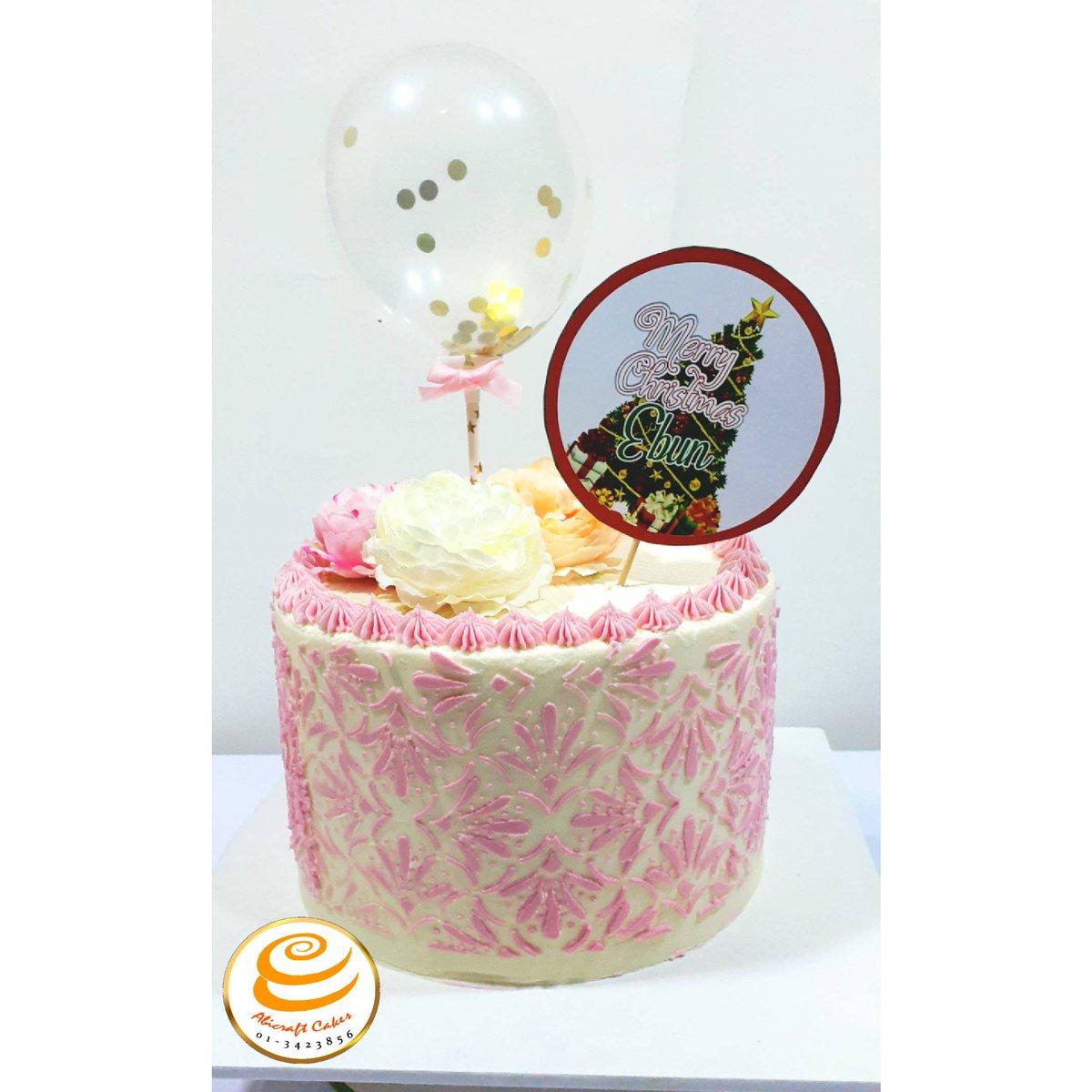 From the archives! #christmascakes  Stencil from @kogsysugarcraft #Tbt #buttercreamcakelover #buttercreamstencil #cakestencil #lagosevents #buttercreamgoodness #buttercreamdesign #cakelagos #celebrationcaksinlagos  #vendorsconnectpod  #yummy #cakeforgirls #confetti #abicraftcakes