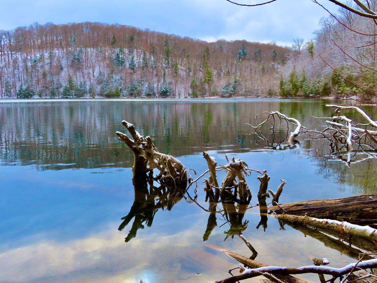 Beautiful wintry reflections at Green Lakes State Park, NY. (📸: Tracey Laszlo) Share your photos:  #CNY