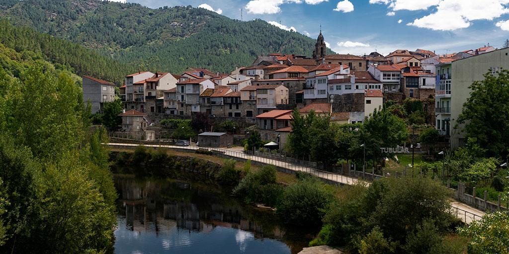 """#Ribadavia reúne todas las esencias de los vinos """"ribeiros"""" 🥂, pero también es una villa medieval cuya judería es la más relevante de #Galicia, tanto por la importancia que tuvo como por su estado de conservación ¿lo sabías? 💚  👉   @Turgalicia"""