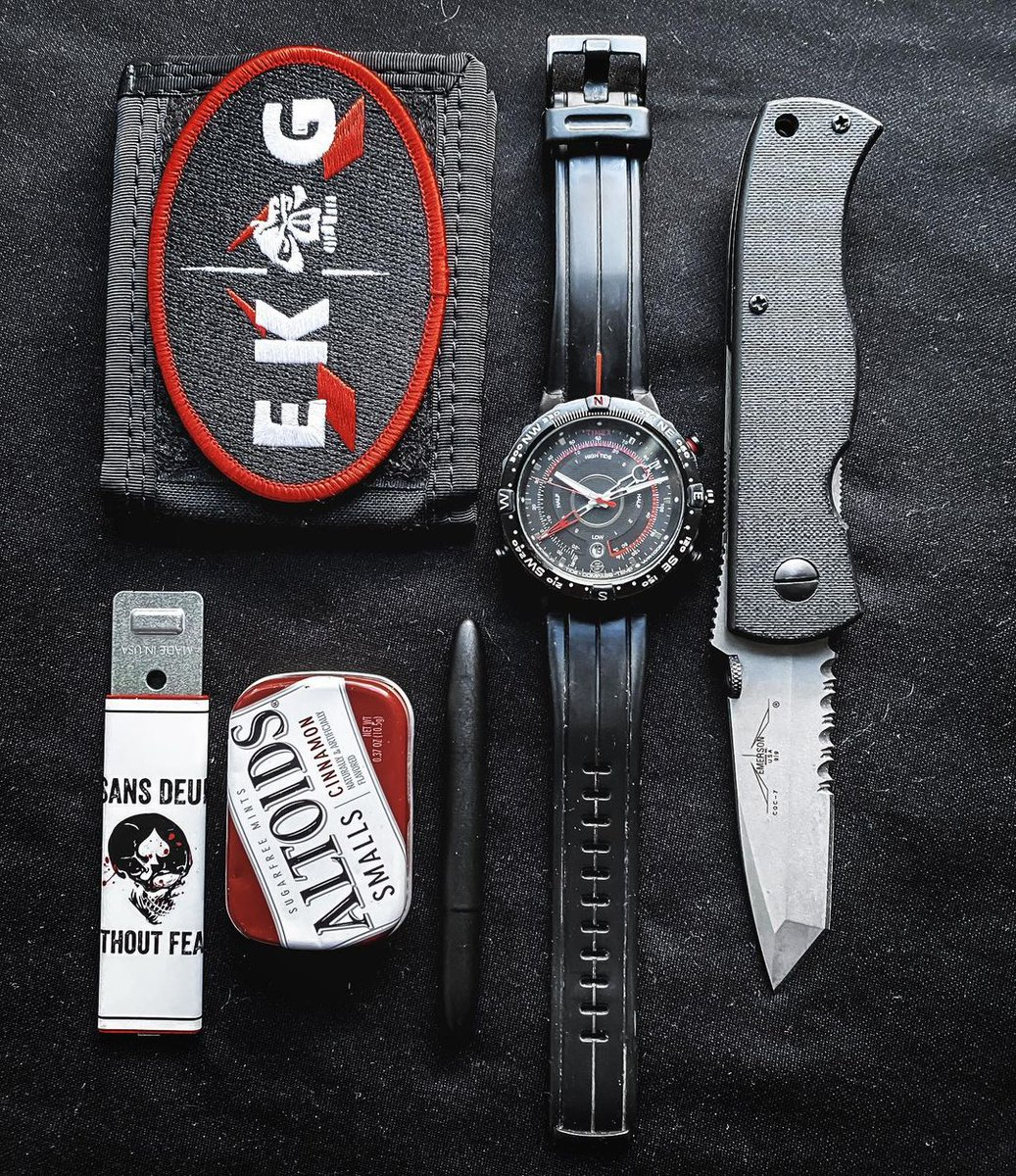 Repost @pedrospocket by @media.repost: Tuesday stuff 🙏🏻⚔️🕊 #pedrospocket #emersonknives #ekiordie #cqc7 #tantotuesday #ekog #emersonaholic #tanto #pocketdump #unusualsuspects #pushknife #knifenut #knifelife #everydaycarry #edcgear #fisherspacepen