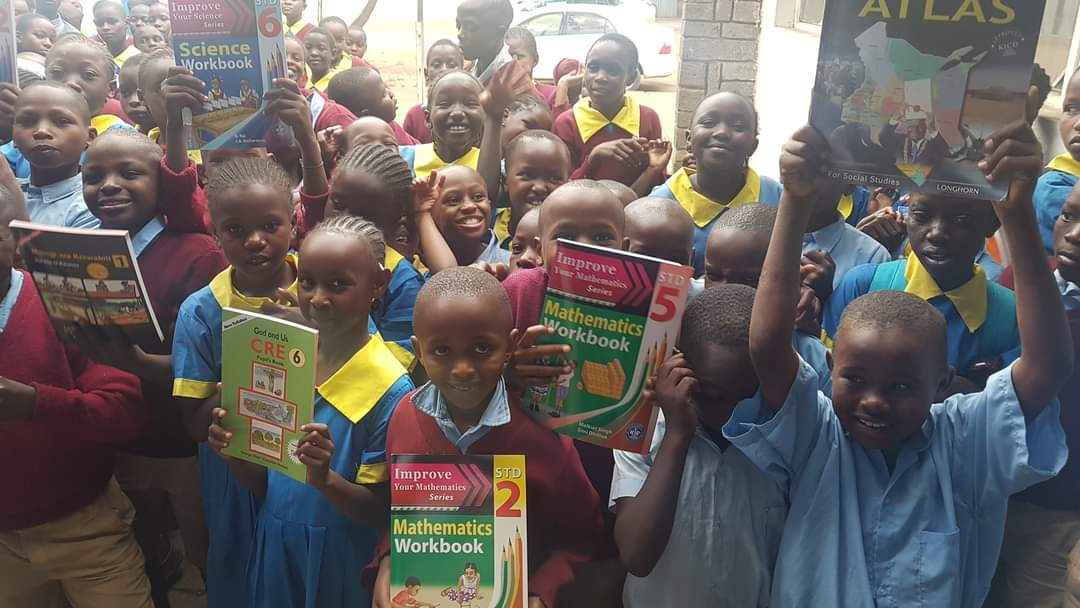 #TBT  ........the year 2019 when as part of our club projects,  we donated books to @ Jogoo Road Primary School,  an institution we support through Rotary. With @rcmashariki #RotaryInAction