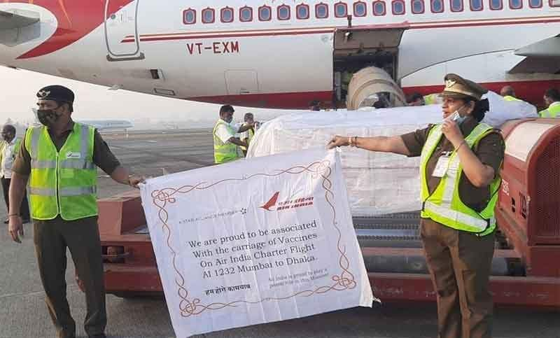 2 Million doses of #CoronaVaccine arrived in Dhaka, Bangladesh, as a gift from Government & People of India in 167 boxes.  #VaccineMaitri  #MakeInIndia #MadeInIndiaVaccine  #ProudlyIndian #IndiaFightsCorona