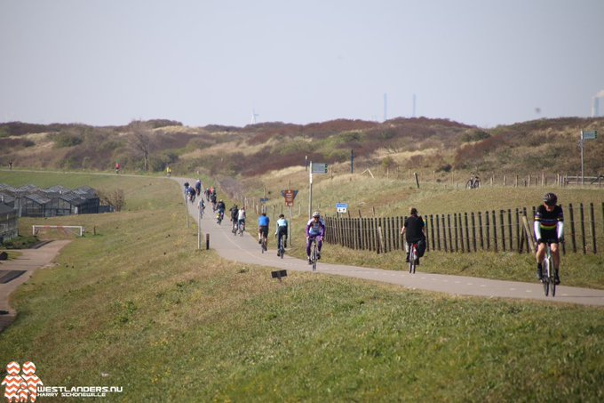 Acht kilometer lang ruiterpad in de duinen https://t.co/BNbc8QIho3 https://t.co/GdSKZzaLym