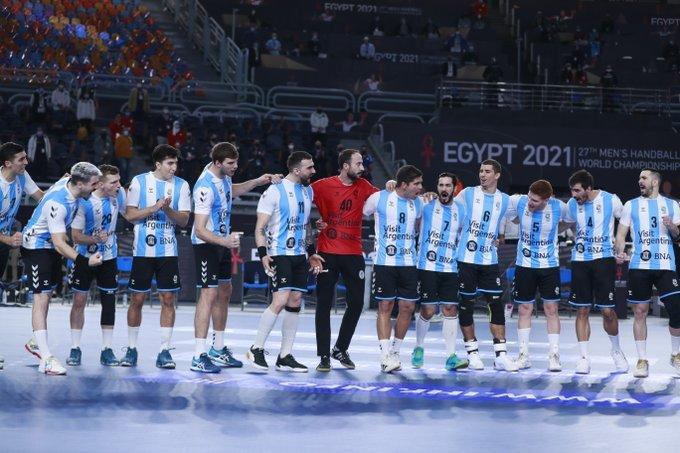 #Handball 🤾♂️ | Los Gladiadores 🇦🇷 y un buen arranque ante Japón en el inicio de la segunda fase del Mundial de Egipto 🇪🇬 https://t.co/PKOeQoy0S1 https://t.co/rOsKh8iBFR