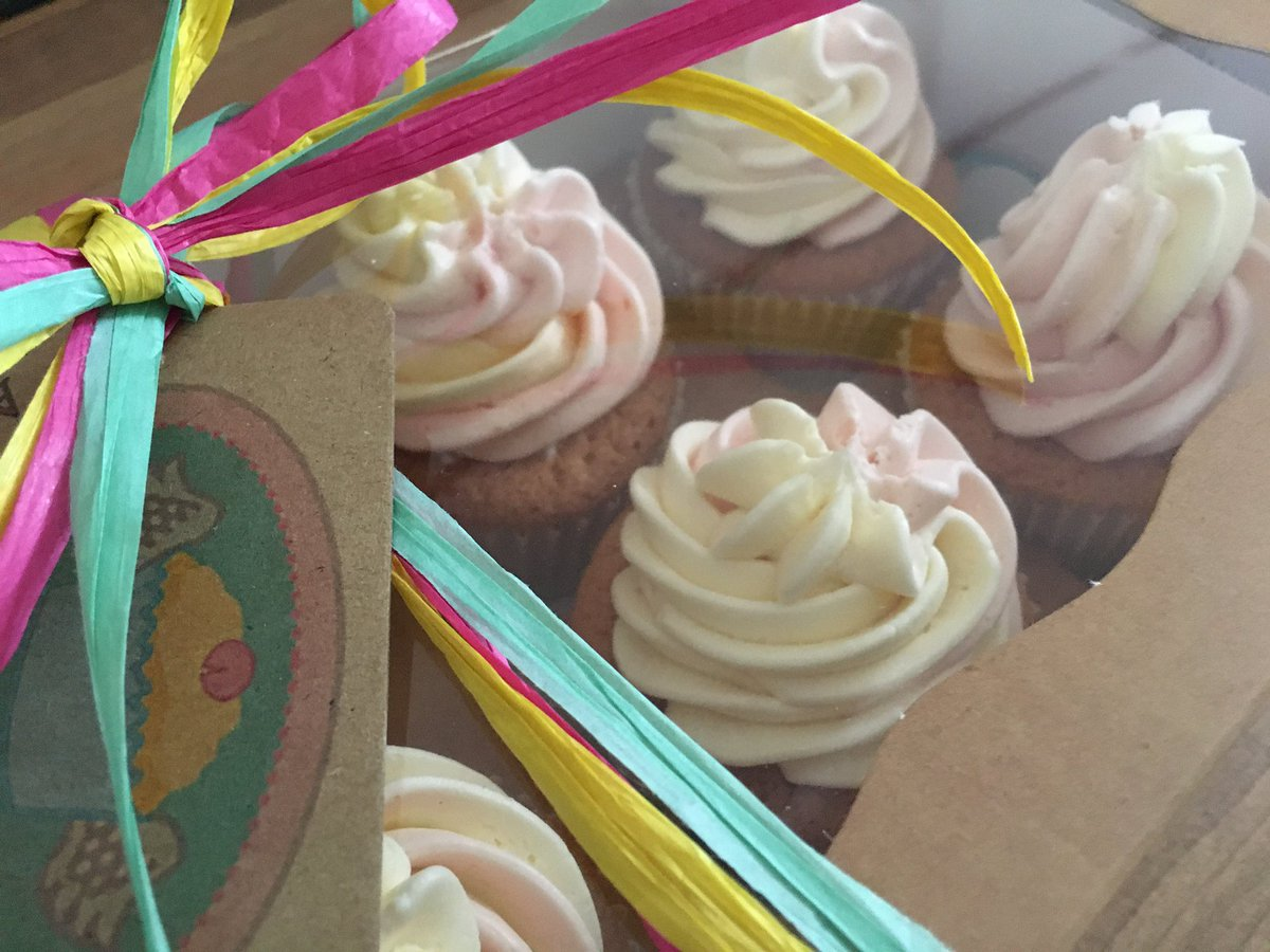 Vanilla Cupcakes topped with raspberry & vanilla swirl frosting baked for someone special! #homebaker #cupcakes #vanillacupcakes #gift #warwick #leamingtonspa #coventry #solihull #birmmngham #party #birthday #celebration #handdelivery