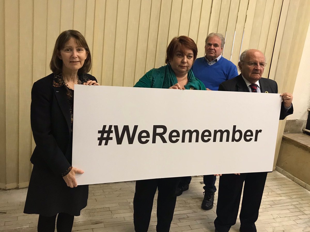 Let's make sure the horrors of the Holocaust are never forgotten.  #HolocaustEducation is critical.   We must teach young people about the tragic history.  Join us in saying #WeRemember & #NeverAgain  #HolocaustRemembrance Day @WorldJewishCong campaign https://t.co/jtLXQ376WF