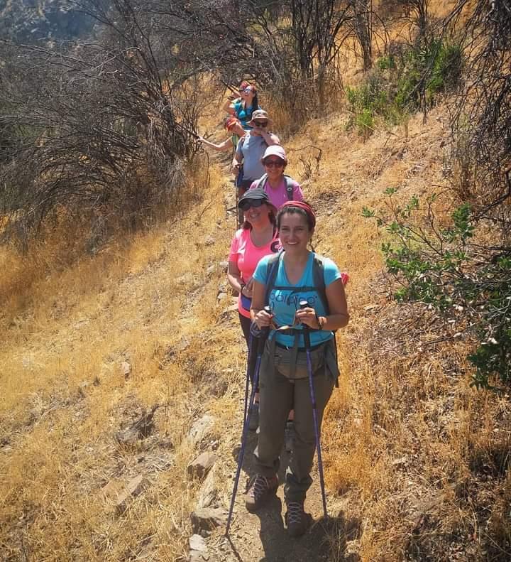 Disfrutando del sendero ✌️  #trekking #trekkingchile #trekkingsantiago #hiking #hikingadventures #senderismo #FelizJueves #BuenJueves #landscape #landscapephotography #parquemahuida #Santiago #Chile