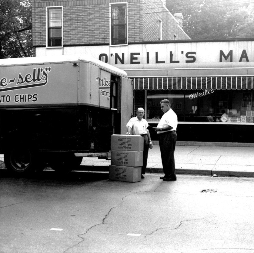 Just a little #ThrowbackThursday to some great #memories, hosted in black and white. ❤️  Where does a bite of Mikesell's take you? 🥔🤔