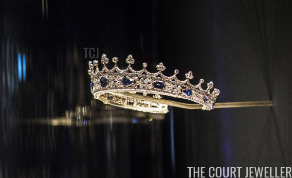 Our tour of royal tiaras in museums around the world takes us to London today, where we meet a tiny Victorian tiara with big history https://t.co/wvFXeGgFjk https://t.co/aEgjTbekvZ
