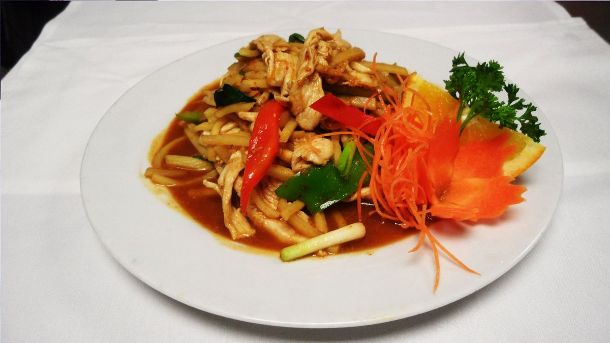 Need a delicious lunch or dinner idea? Nooddi Thai Chef has great specials every day, and features Authentic Thai, Asian Fusion, Noodle Dishes, and Vegetarian options!   (610) 892-8710 42 E. State St.  #DineLocal  #VisitMediaPA