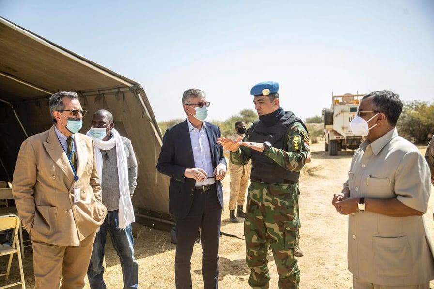 #Tombouctou- « Il y a une volonté de partenariats forte entre les autorités locales et la @UN_MINUSMA pour rétablir la paix et la sécurité dans cette région » selon Jean-Pierre @Lacroix_UN, qui rappelle le soutien de l'#ONU aux efforts de sécurisation👉