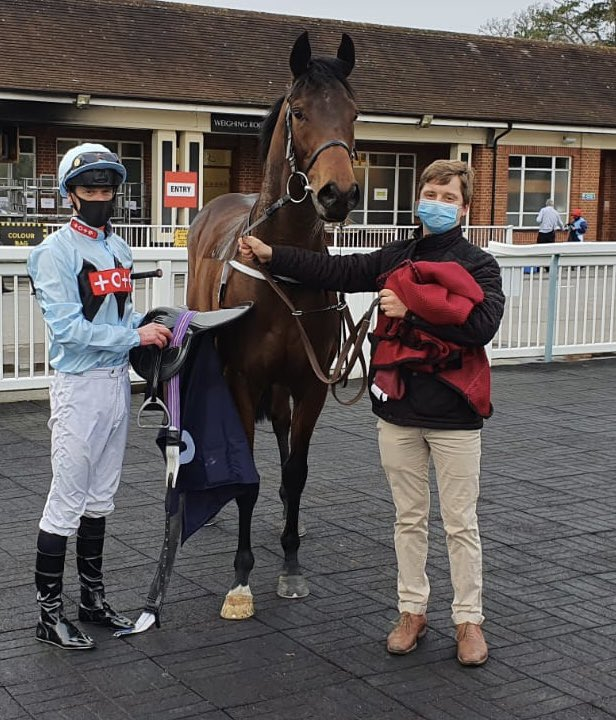 Double Dealing wins really well at Lingfield. Well done to owners Run For Your Money. Enjoy