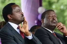 I don't understand why William Samoei Ruto is being attacked by everyone, starting from Raila, uhuru, kamanda, ngilu,moi,mutua,Atwoli,Mudavadi and Kalonzo, why these people are against him? why do they felt bitter of Ruto? I think Ruto is more powerful. #RutoReturnOurMoney https://t.co/iZbNwBZnxu