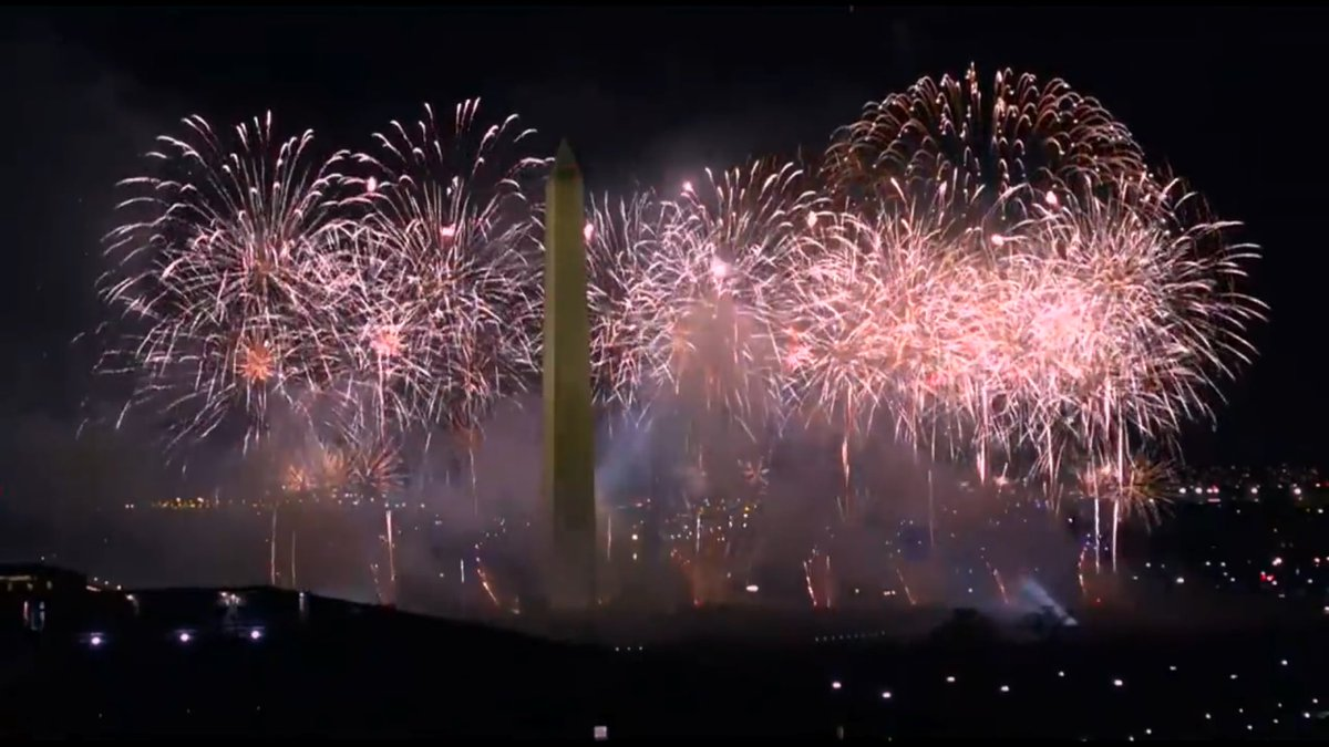 """A performance de """"Firework"""" por @katyperry no #CelebratingAmerica já está disponível!! Assista: 🎤🎇  …"""
