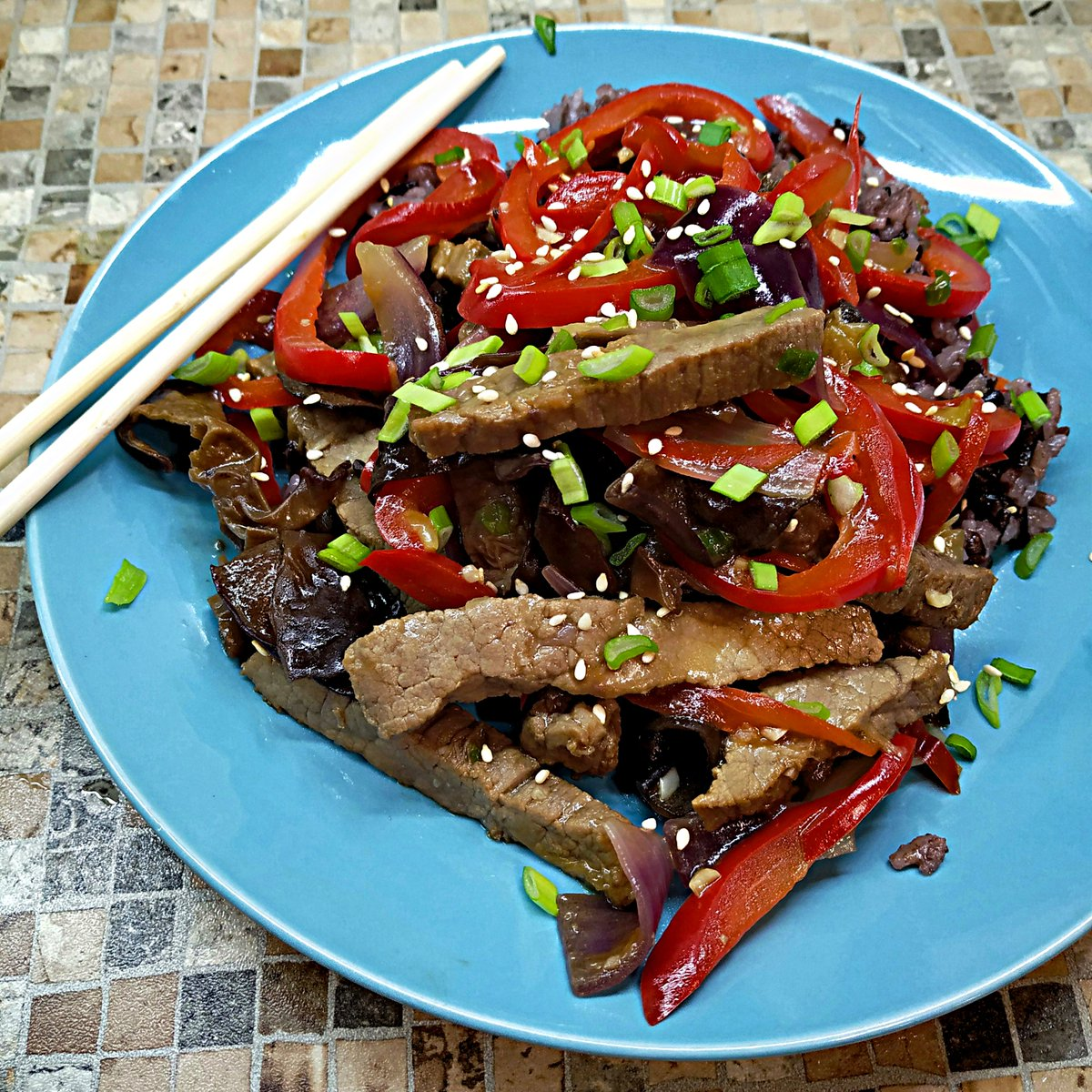#cookforyourself #cookingtime #delicious #recipehousewife #foodblogger #food #cook #foodie  #tasty #delishes  #recipelinkinprofile #cooking #homecook #recipes #foodstyling #bonappetit #easyrecipe  #inyourplate #beefrecipe #chinesebeef #familydinner