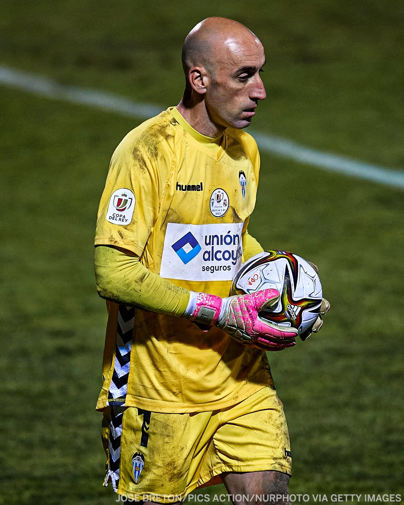 41-year-old José Juan Figueras made TEN saves against Real Madrid 🧤  He made his debut in 1999 and has only ever played one top-flight game in his career 👏