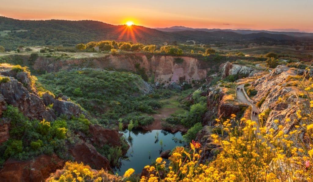 #ViveAndalucia | 7 rutas de senderismo increíbles en la Sierra Norte de Sevilla si las restricciones te permiten hacerlas o para cuando volvamos a la normalidad  vía @sevilla_secreta #Sevilla