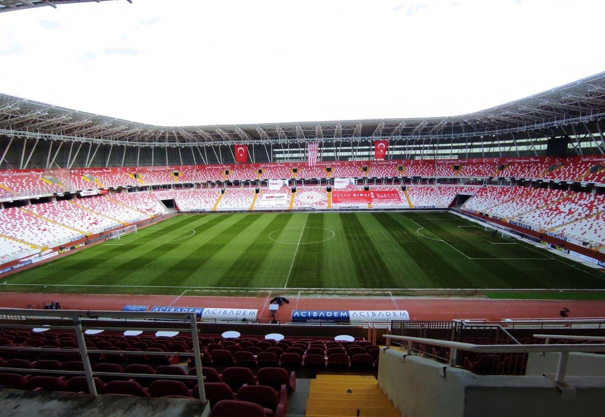 Yeni 4 Eylül Stadyumu bu akşam saat 19.00'da oynanacak Demir Grup Sivasspor - Fenerbahçe maçına hazır. ✅ #YiğidonunZamanı https://t.co/RhrRoKzPaT
