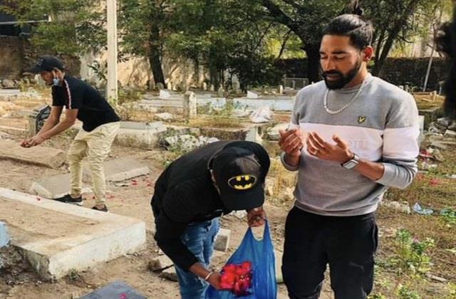 भारत पहुंचने पर सीधा पिता की कब्र पर पहुंचे मोहम्मद सिराज, ऐसे दी श्रद्घांजली   #Siraj