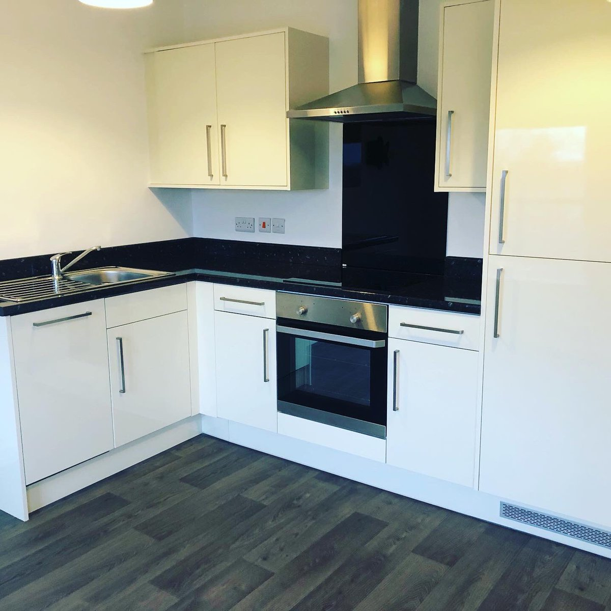 Apartment 8 Endsleigh Park 📌  2 bedroom unfurnished top floor apartment with all bills included.   Finished to an impeccable standard and topped off with an individual chic finish.   Call to view virtually or in person for £850 pcm. 01482 680990 07863058702 #thursdaymorning