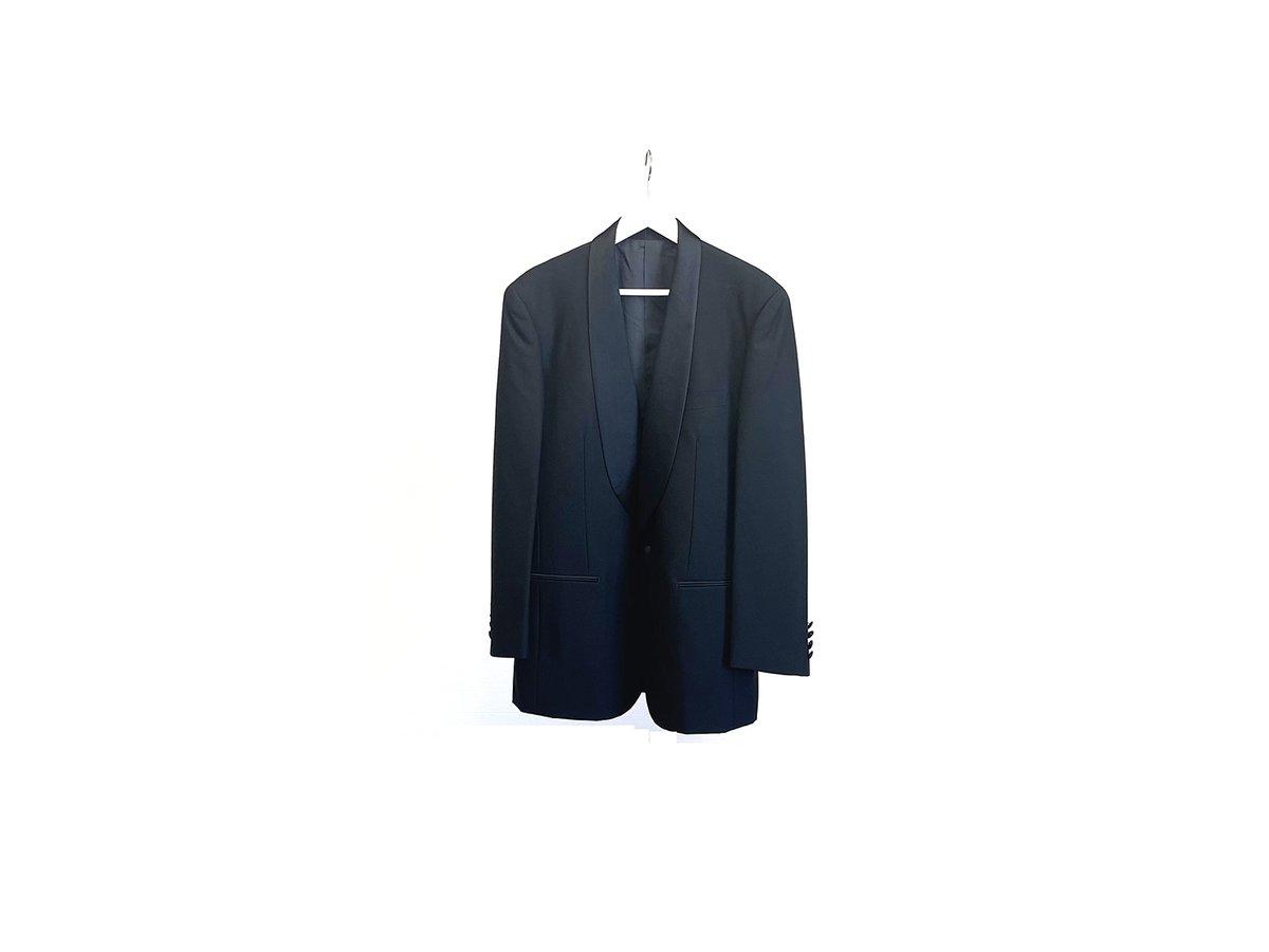 yves saint laurent tuxedo  サテン切り替えのショールカラー 華やかなタキシードセットアップ スラックスサイドにはライン入り  29980+tax https://t.co/8WdyIyOwt7