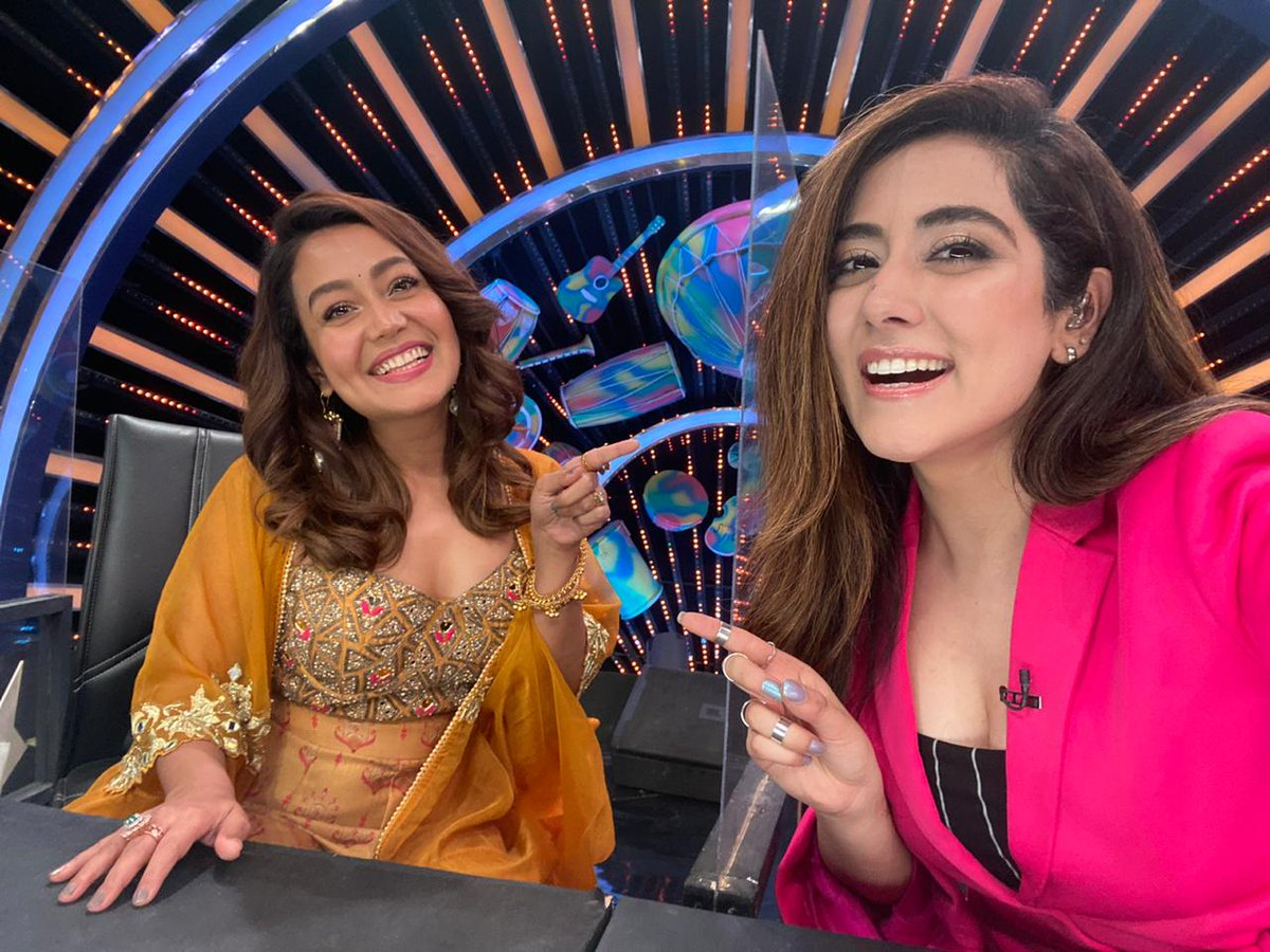 We had lotsss of fun on today's episode of #TaareZameenPar with our fabulous guests @iAmNehaKakkar and #RohanpreetSingh, I think you will have fun watching too! Catch the show today at 6pm on @StarPlus.  #nehakakkar #jonitagandhi @Shankar_Live @TonyKakkar