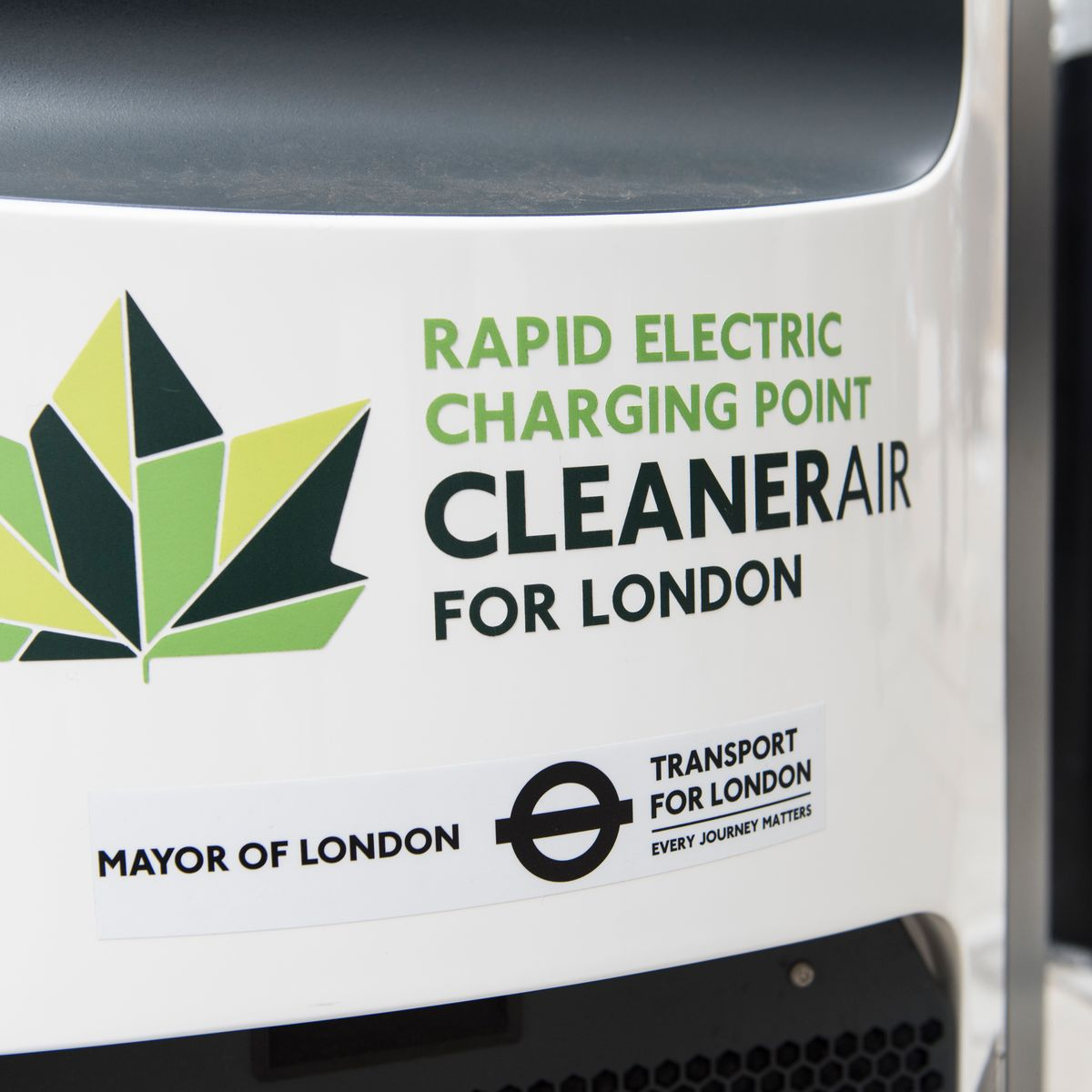 🔌⚡️ Another milestone reached in our work to tackle #AirPollution. The Mayor and @TfL have now delivered 300 #ElectricVehicle rapid charging points across London - ahead of target. London now has almost 6,000 charging points for #EVs.