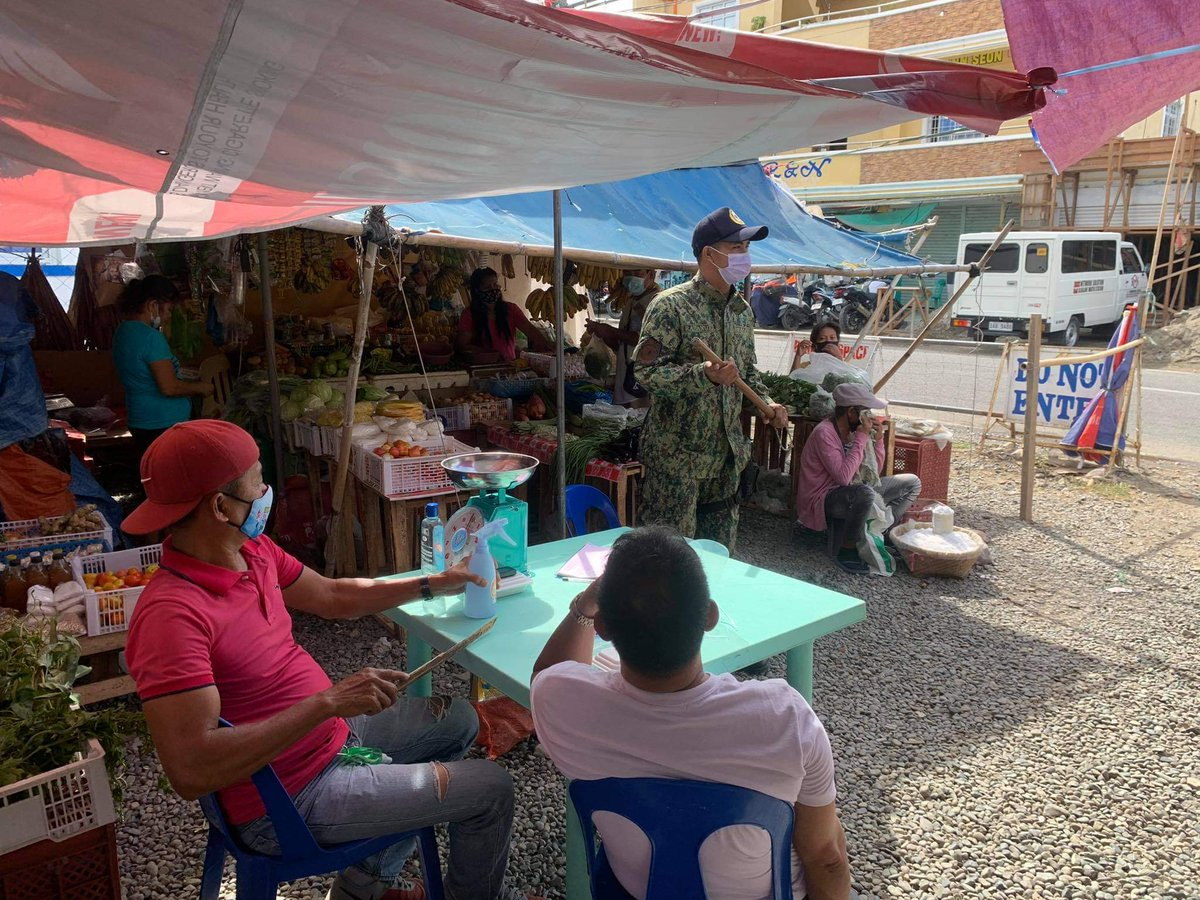 @pro1officialtw @isurppo  January 21, 2021 Personnel of Sta. Catalina MPS provided police visibility/ presence and Social Distancing Patrol (SDP)using Yantok/Baton at Sta. Catalina Public Market. #TeamPNP #ToServeandProtect #PNPKakampiMo .#PNP #IlocosSurProvincialOffice