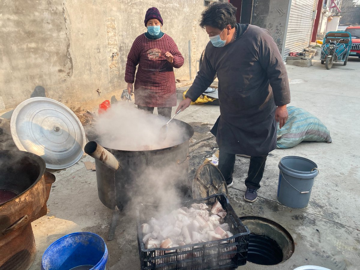 Visited the village of Nanguyi, where residents manage to enjoy their life even though a lockdown is imposed due to epidemic resurgence. Volunteers made up by young villagers offer to perform disinfection, supply delivery and checkpoint duty for the 4,500 residents.