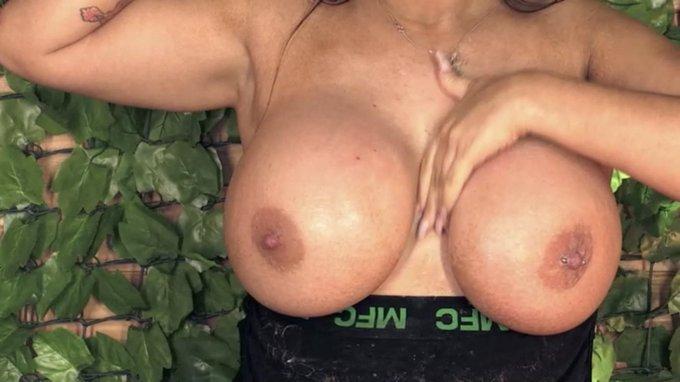 3 pic. Danniella Levy @BabestationTV Danni Levy 😍😍😍🔥🔥🔥 https://t.co/X3yGHtQwJW